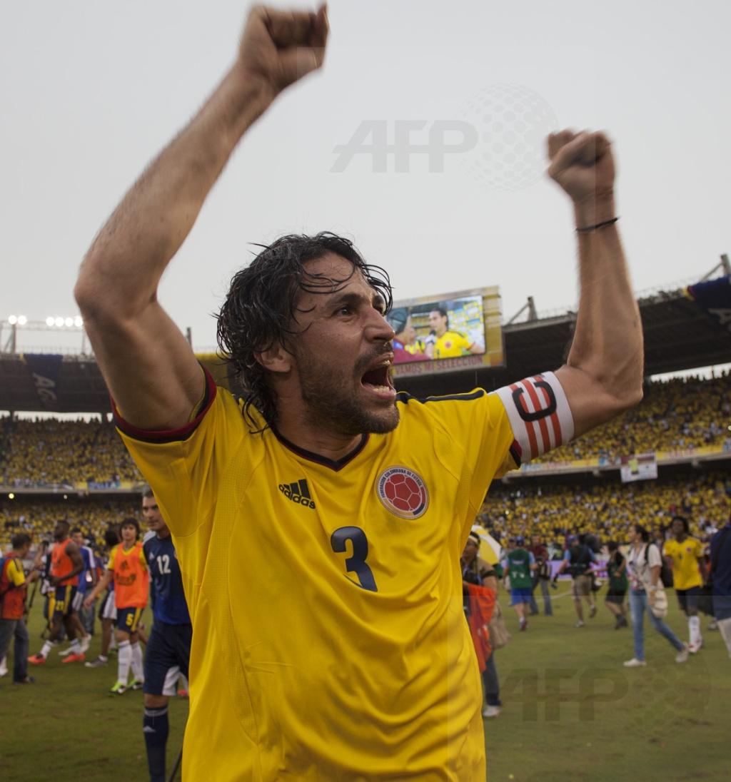 Yepes celebra después del triunfo 2-0 frente a Peru rumba a Brasil 2014